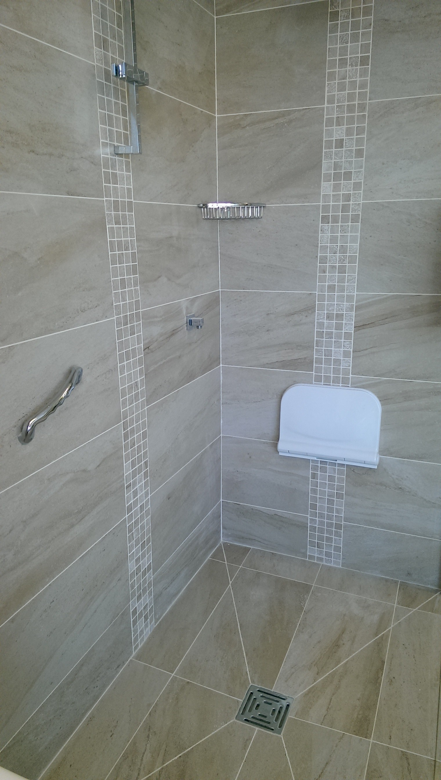 Top 28 can you put floor tiles on the wall how to for Can you use vinyl flooring on bathroom walls
