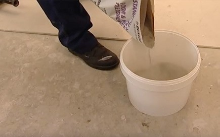 How to mix tile adhesive